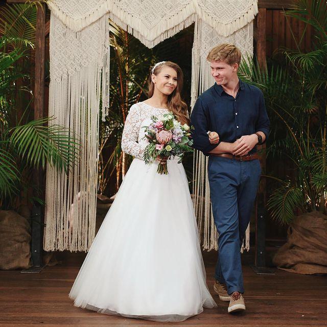 Bindi-Irwin-with-her-husband