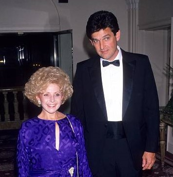Ronnie-Shacklett-with-him-spouse-image