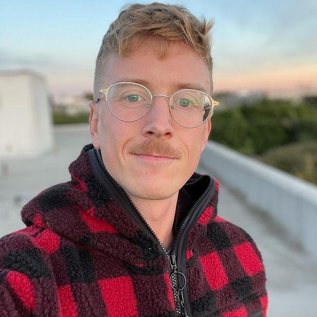 Tyler-Oakley-bio