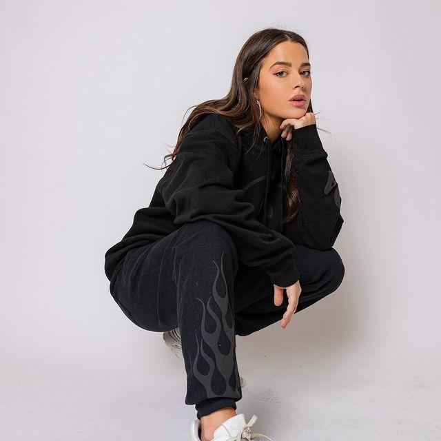 Tessa-Brooks-bio
