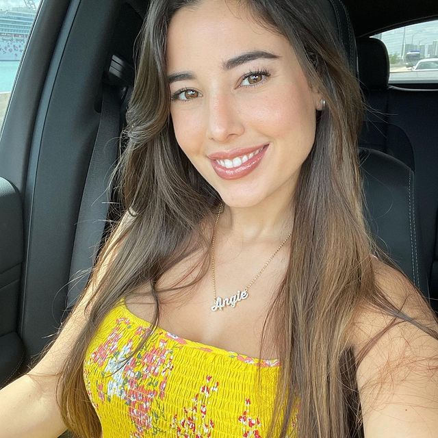 Angie-Varona-bio