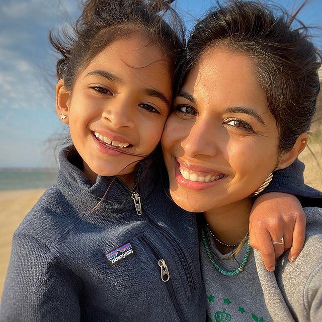 Sheena-Melwani-with-her-daughter