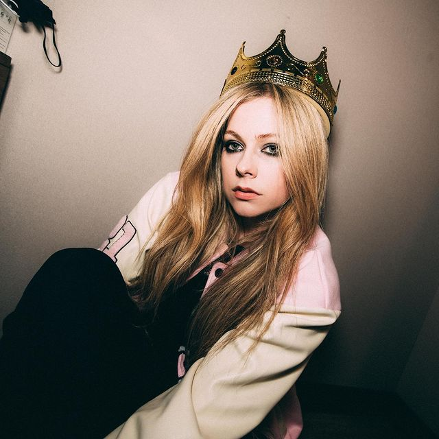 Avril-Lavigne-height