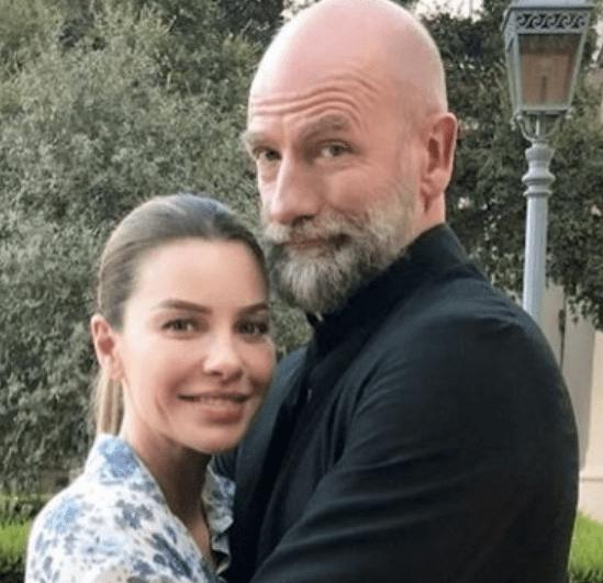 Gwen-McTavish-with-her-husband-image