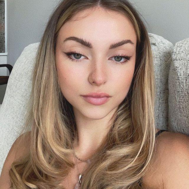Avery-Hammond-bio